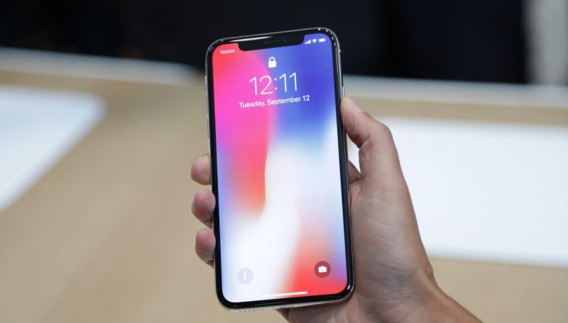 Daha Yeni Aldığı iPhone X'i Yere Düşürdü !